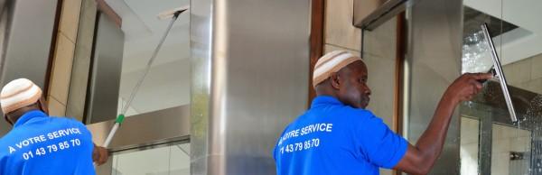 Nettoyage de vitre vitrage fenêtre Société nettoyage industriel Paris 75 77 78 91 92 93 94 95 Copropriétés résidences Immeuble